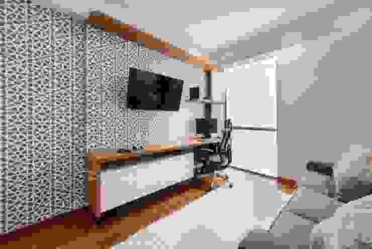 Modern Media Room by DMS Arquitectas Modern