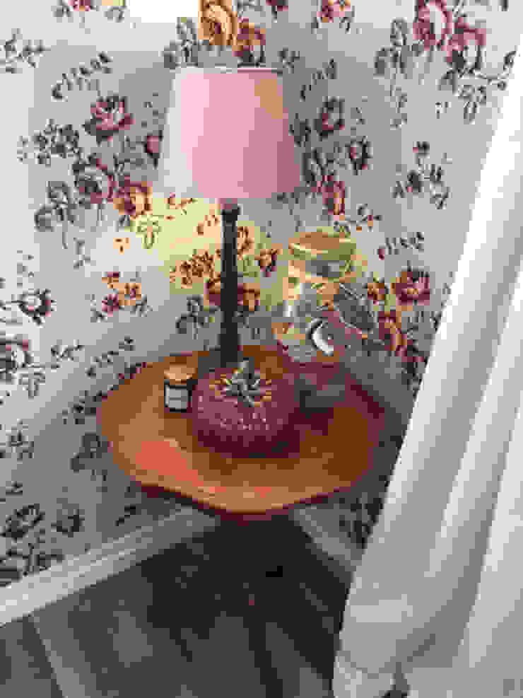 Tafel met lampje Eclectische eetkamers van ilsephilips Eclectisch
