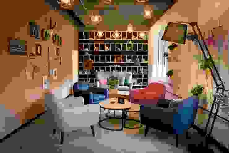 Ivy's Design - Interior Designer aus Berlin Living room Wood-Plastic Composite Multicolored