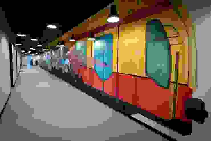 Pareti & Pavimenti in stile moderno di Ivy's Design - Interior Designer aus Berlin Moderno Cemento