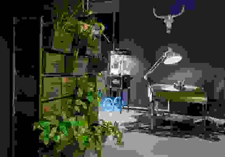 Studio eclettico di Ivy's Design - Interior Designer aus Berlin Eclettico Plastica