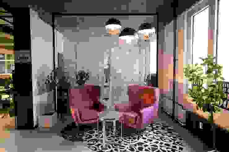 Soggiorno moderno di Ivy's Design - Interior Designer aus Berlin Moderno PVC