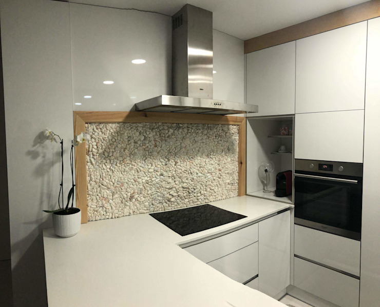 Fernando carvalho KitchenCabinets & shelves Chipboard White