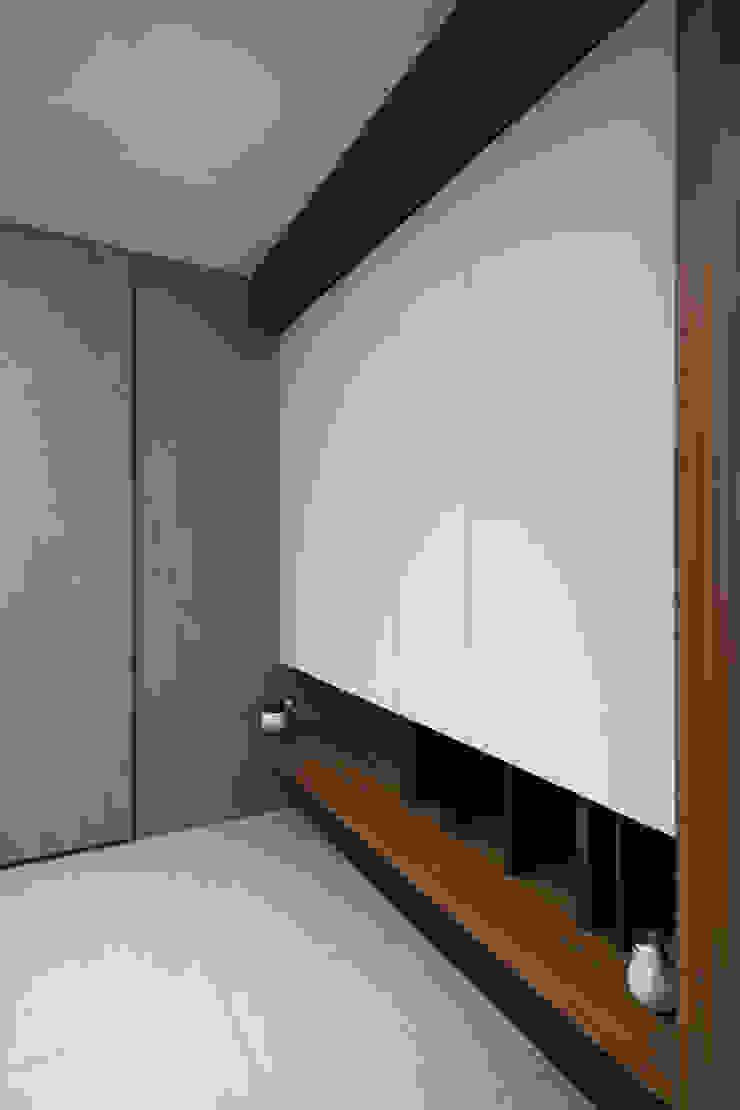 玄關鞋櫃 斯堪的納維亞風格的走廊,走廊和樓梯 根據 Moooi Design 驀翊設計 北歐風