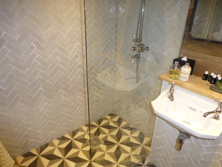 Bathroom Colonial style bathroom by Building With Frames Colonial Tiles