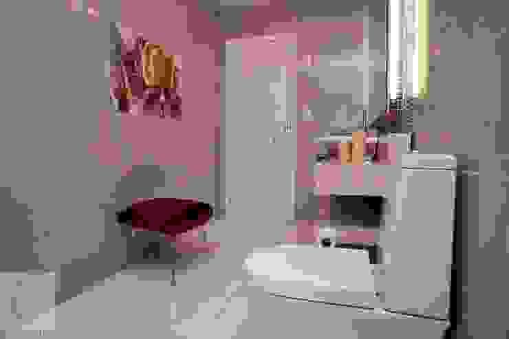 Cassia Espada Arquitetura e Interiores Modern bathroom Purple/Violet
