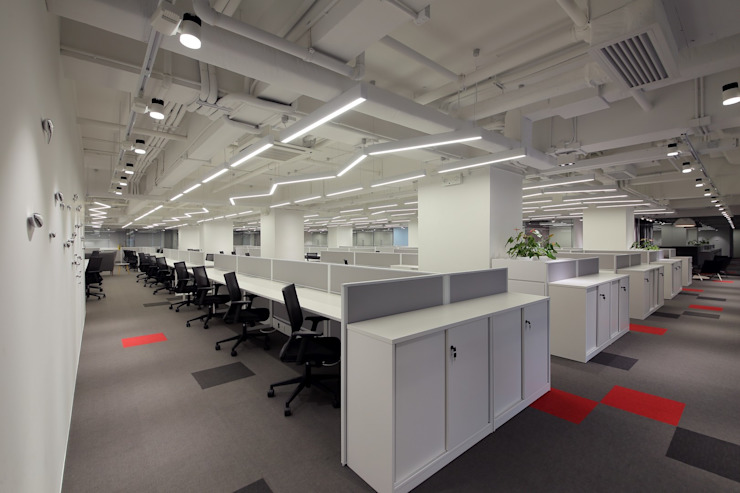 Open Office Area by FINGO DESIGN & ASSOCIATES LTD. Minimalist