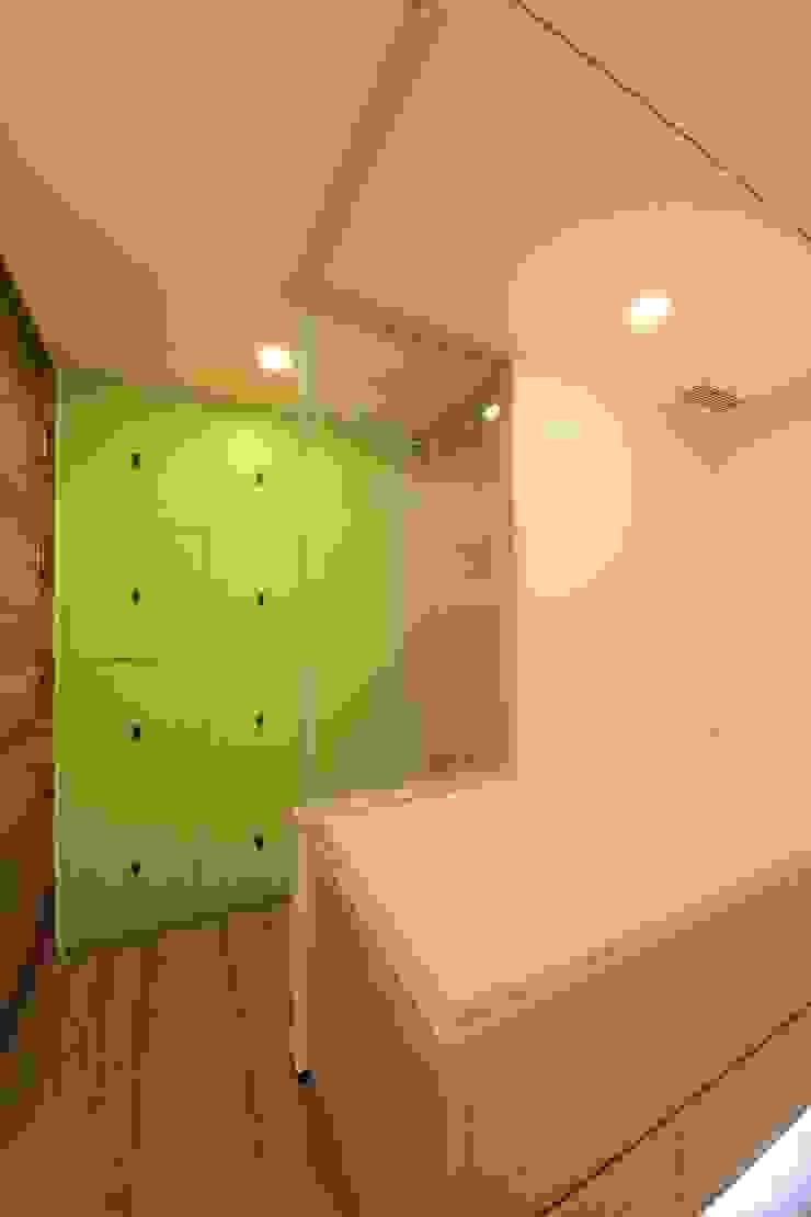 Storage cabinet by FINGO DESIGN & ASSOCIATES LTD. Modern Wood Wood effect
