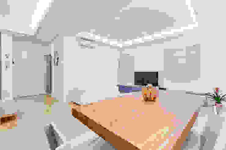 Столовая комната в стиле минимализм от EF_Archidesign Минимализм