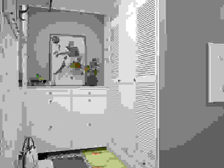 Искусство Интерьера 斯堪的納維亞風格的走廊,走廊和樓梯 木頭 Blue