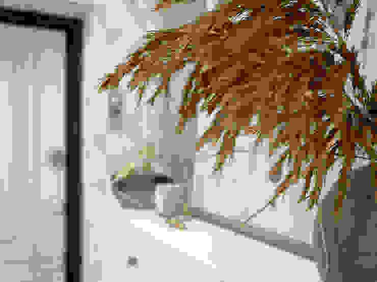Искусство Интерьера 斯堪的納維亞風格的走廊,走廊和樓梯 MDF White