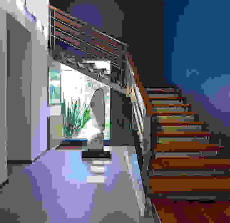 Escaleras. de Stuen Arquitectos Minimalista