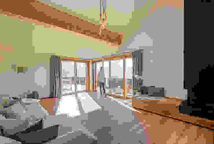 Salas de estilo moderno de architetta schiers ag Moderno