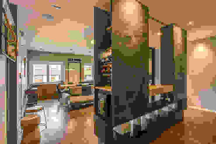 Modern corridor, hallway & stairs by MOB ARCHITECTS Modern