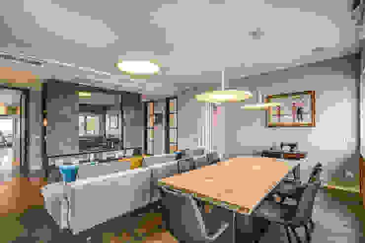 ISIDORO Sala da pranzo moderna di MOB ARCHITECTS Moderno