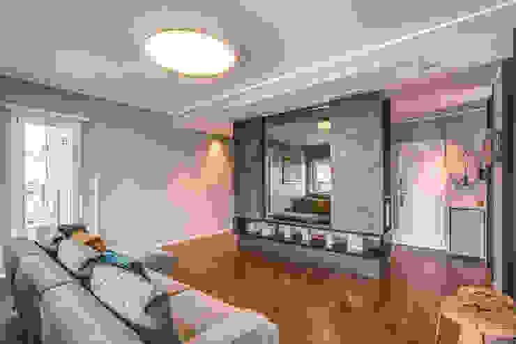 Salas de estilo moderno de MOB ARCHITECTS Moderno