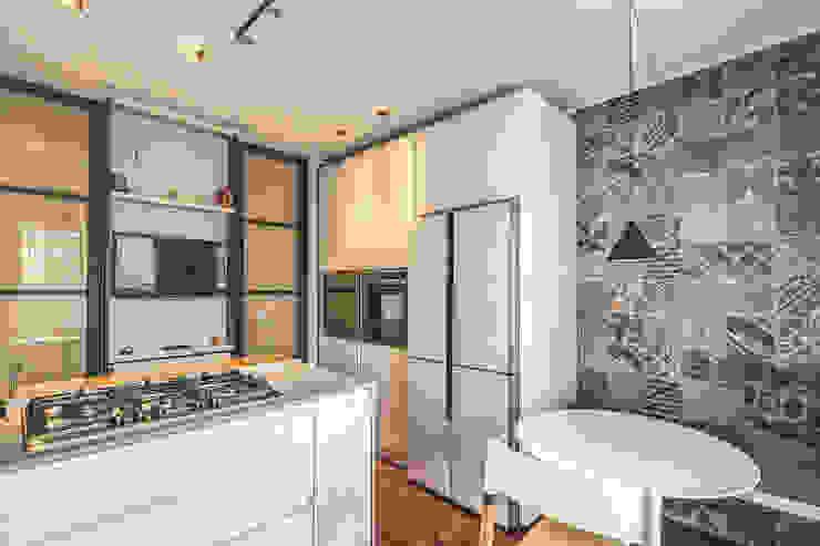 ISIDORO Cucina moderna di MOB ARCHITECTS Moderno