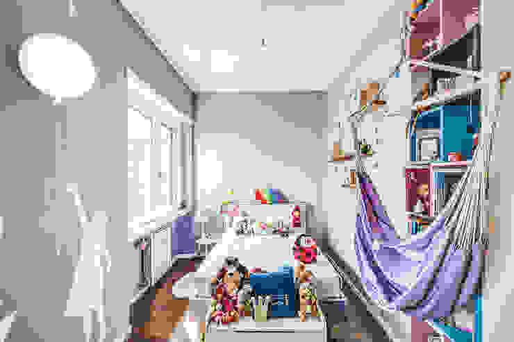 ISIDORO Stanza dei bambini moderna di MOB ARCHITECTS Moderno