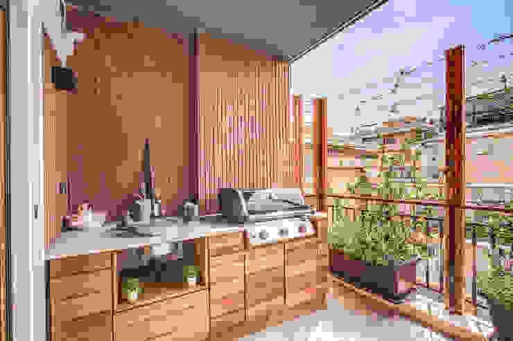 ISIDORO Balcone, Veranda & Terrazza in stile moderno di MOB ARCHITECTS Moderno
