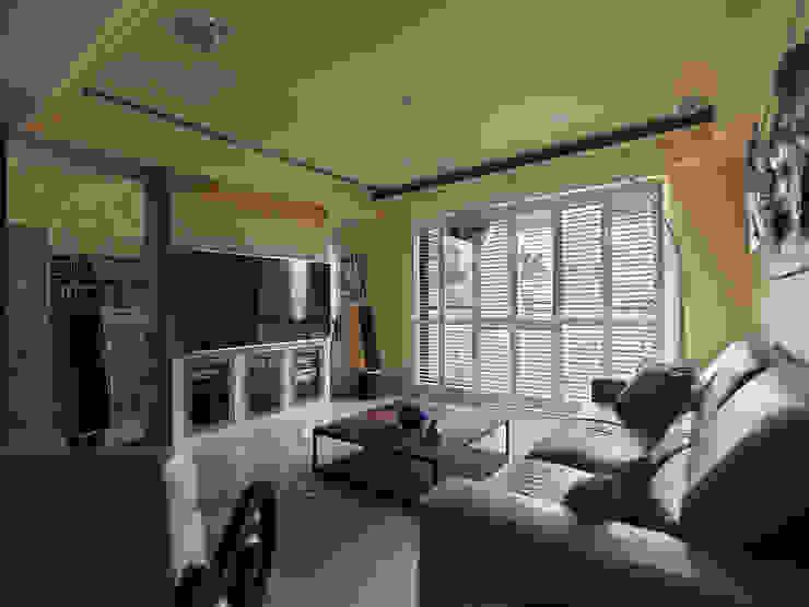 Moderne Wohnzimmer von 李正宇創意美學室內裝修設計有限公司 Modern