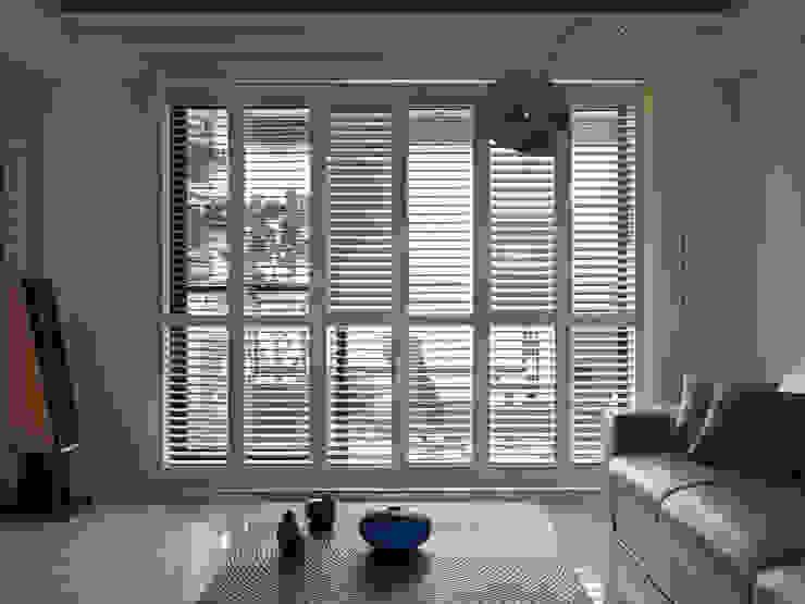 寬隆敦和侯宅 现代客厅設計點子、靈感 & 圖片 根據 李正宇創意美學室內裝修設計有限公司 現代風