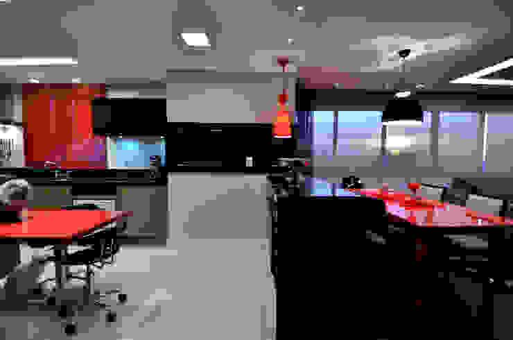 Arquitetura de Interiores Arq. Marcelo John Marcelo John Arquitetura e Interiores Cozinhas embutidas MDF Vermelho
