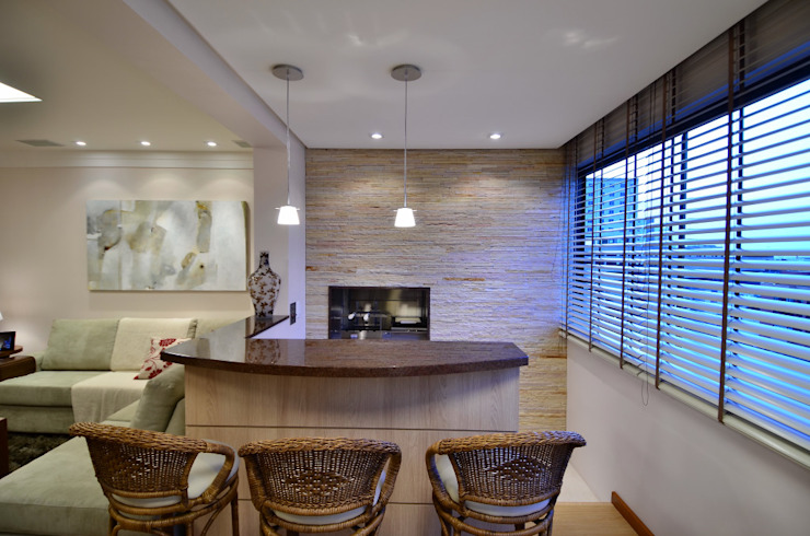 Marcelo John Arquitetura e Interiores Sala da pranzo in stile classico Pietra