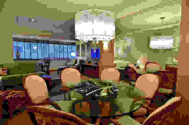 Marcelo John Arquitetura e Interiores Sala da pranzo in stile classico Vetro Trasparente