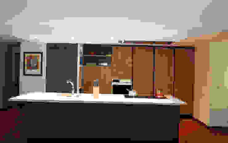 Cocina vista frontal Cocinas modernas de Dharma Arquitectura Moderno