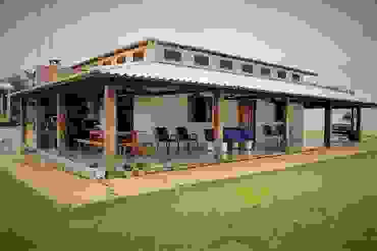 Vista em Perspectiva: Casas do campo e fazendas  por Ativo Arquitetura e Consultoria,Campestre Tijolo