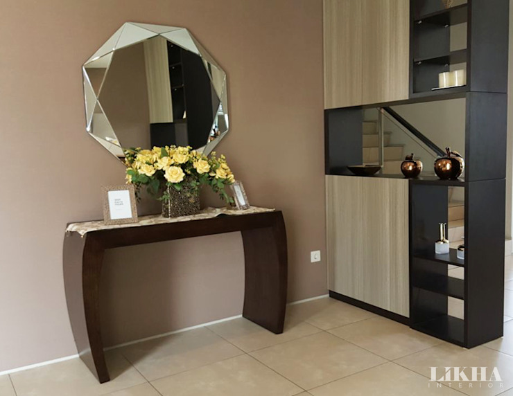 Area Foyer (Credenza, Cermin & Partisi):  Corridor, hallway & stairs by Likha Interior