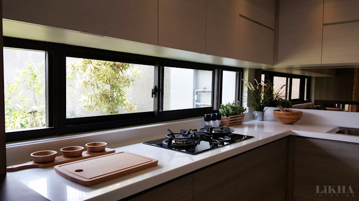 Dapur (Detail):  Dapur built in by Likha Interior