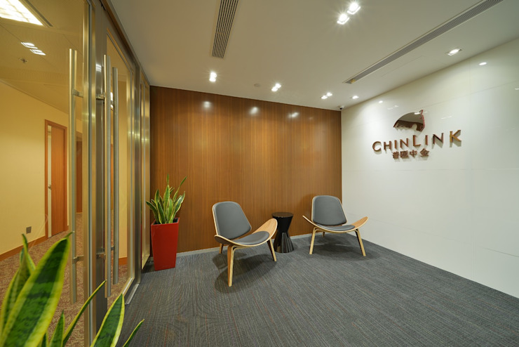Reception Area Minimalist offices & stores by FINGO DESIGN & ASSOCIATES LTD. Minimalist