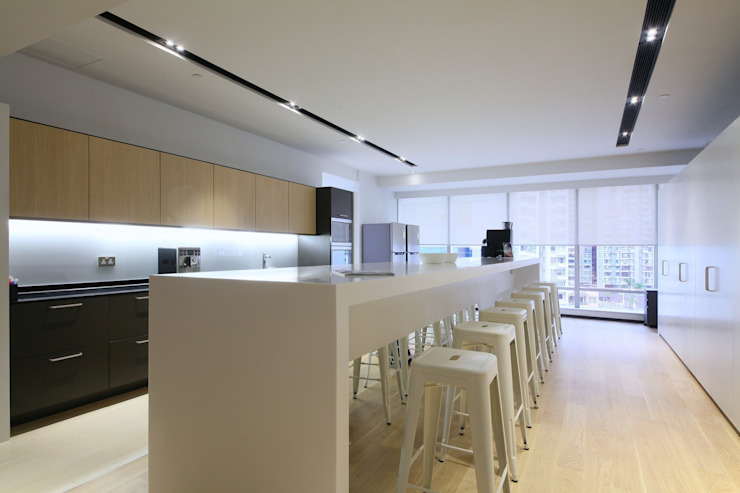 Pantry Minimalist offices & stores by FINGO DESIGN & ASSOCIATES LTD. Minimalist