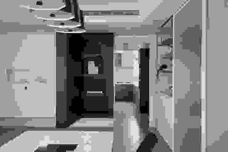 12.F 現代廚房設計點子、靈感&圖片 根據 寓子設計 現代風
