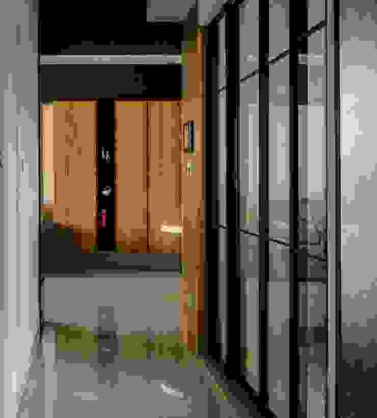輕工業裡的北歐 斯堪的納維亞風格的走廊,走廊和樓梯 根據 愛上生活室內設計 北歐風