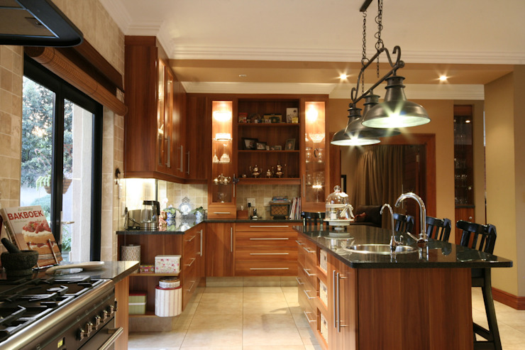 Kitchen:  Built-in kitchens by Blunt Architects