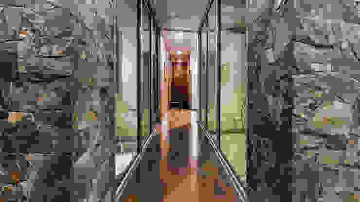 Corredores, halls e escadas modernos por Loyola Arquitectos Moderno