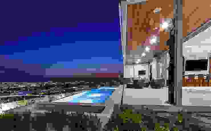 Modern Pool by Loyola Arquitectos Modern