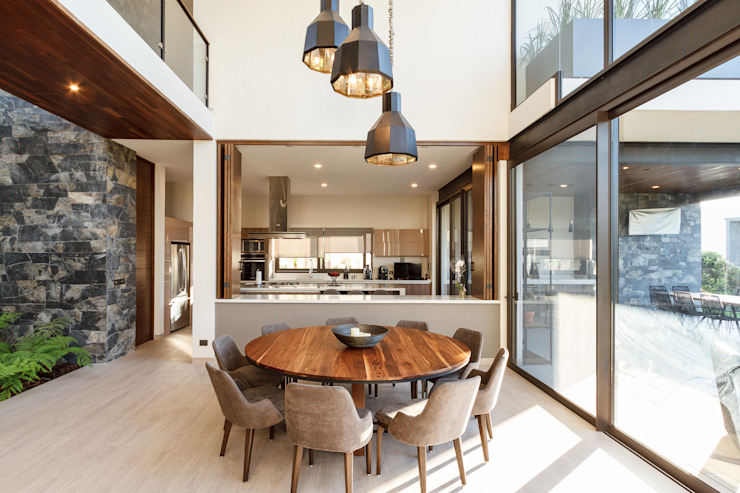 Modern dining room by Loyola Arquitectos Modern