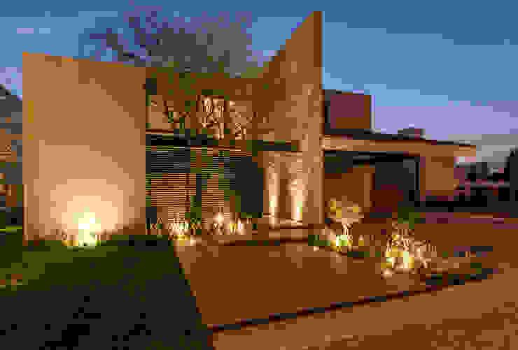Modern Houses by Loyola Arquitectos Modern