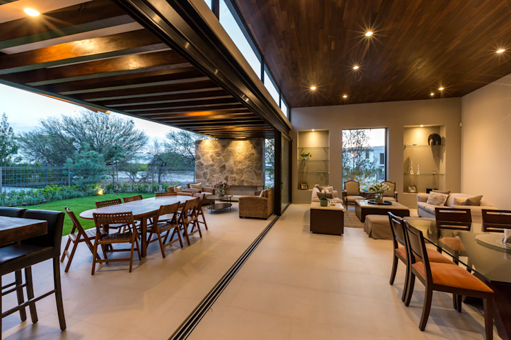 Modern Dining Room by Loyola Arquitectos Modern