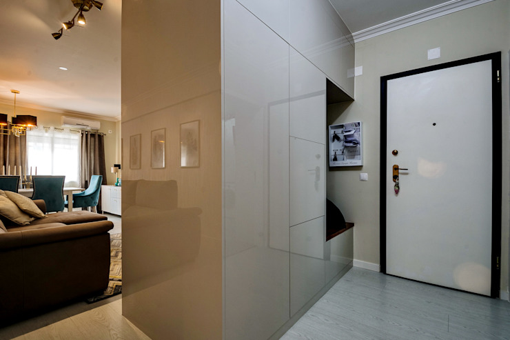 Eclectic corridor, hallway & stairs by Sandra Batista Rodrigues Eclectic