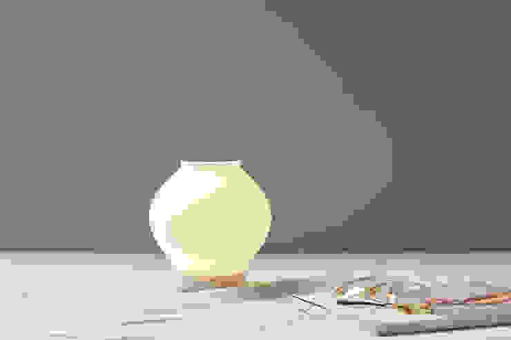 DAL (silicone lamp): (주)해야지 HAEYAJI Inc.의 현대 ,모던 고무