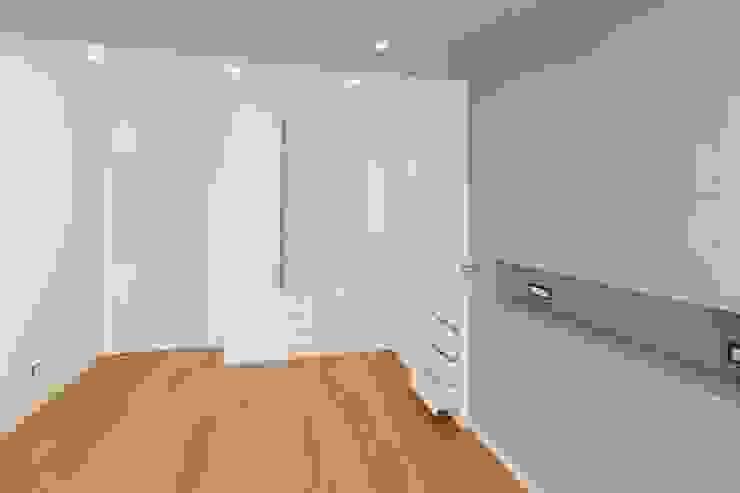 Modern style bedroom by Falegnameria Grelli Danilo Modern Wood Wood effect