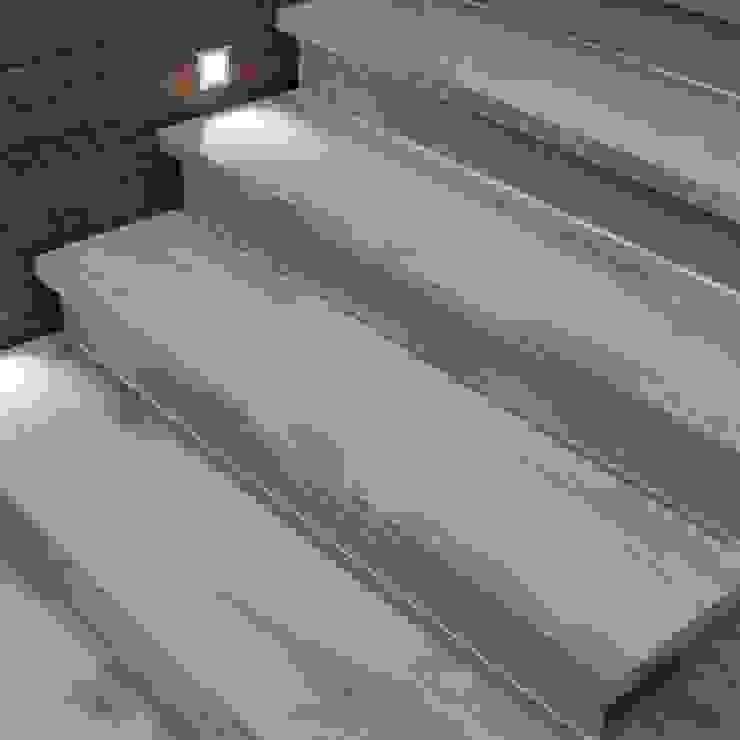 Modern corridor, hallway & stairs by WEBTILES CERAMICHE Modern Ceramic