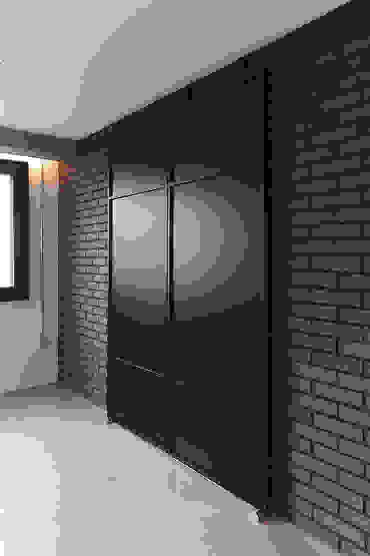 미우가 디자인 스튜디오 Puertas de estilo industrial