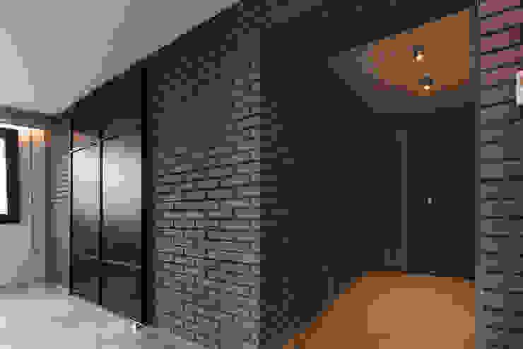 미우가 디자인 스튜디오 Paredes y suelos de estilo industrial