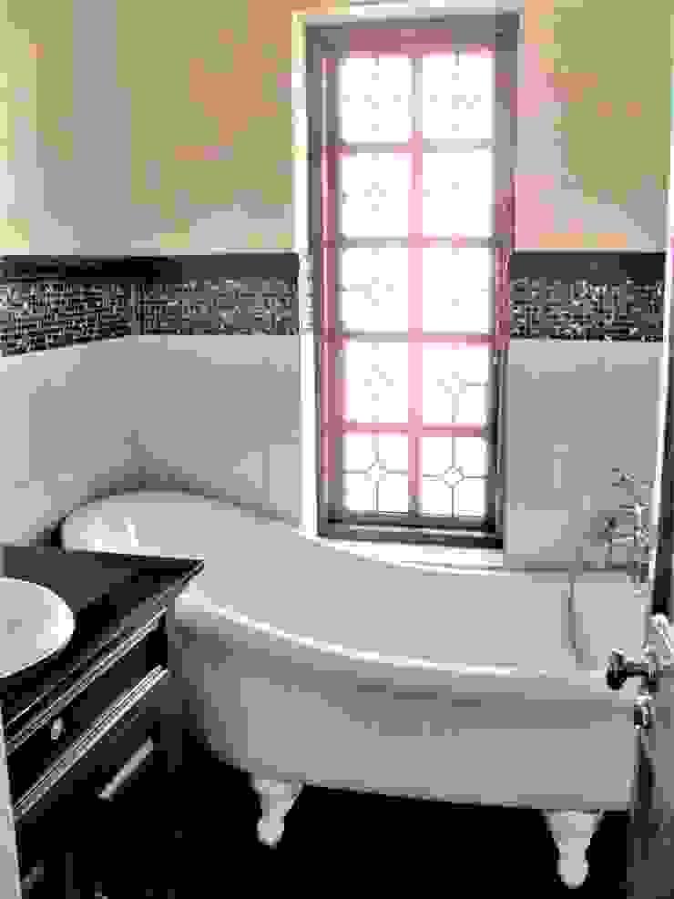 Baños de estilo clásico de Nuclei Lifestyle Design Clásico