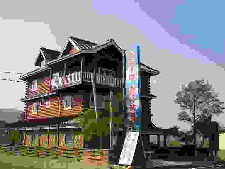 叁層樓木構造建築 根據 安居屋有限公司 日式風、東方風 實木 Multicolored
